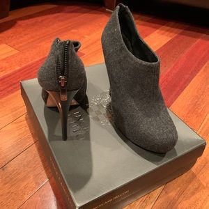 Vince Camuto- Gray Flannel Size 9.5M